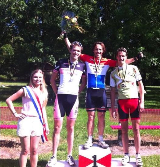 persoonlijke-ervaringen - NK Wielrennen Medici 2014 12 - NK Medici – Klamme handjes met rood wit blauwe nagels - raceverslag, Nederland, Fietsen, Charles